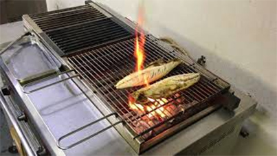 KOSEI CHARCOAL GRILLER  倖生炭グリラー 鯖の干物を焼きます grilling fishes