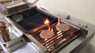 Grilling hamburger on KOSEI GRILL 20170710