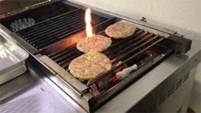 Grilling hamburg on KOSEI GRILL 20170710